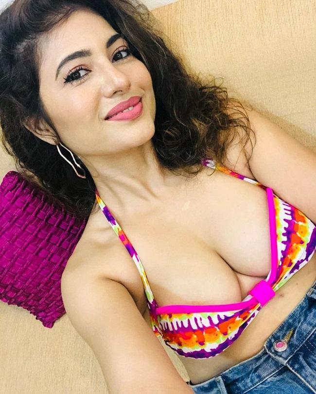 Poonam Rajput Selfies Set The Internet On Fire