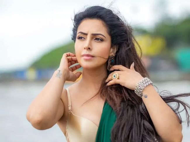 This glamorous beauty has high hopes for the 'web series' ..!