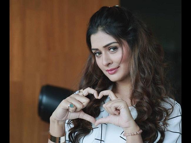 Tollywood glamour heroine towards Punjabi movies