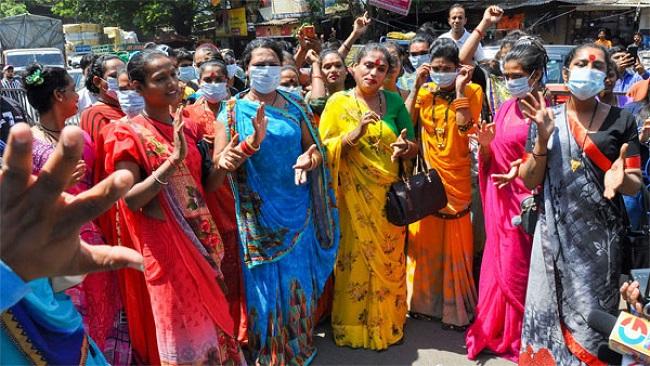 Gang war in the movie range between Hijras