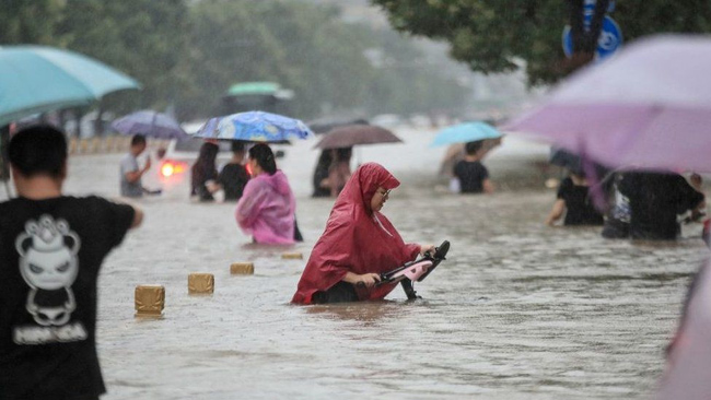 Hundreds of cars washed away in China Floods 2021