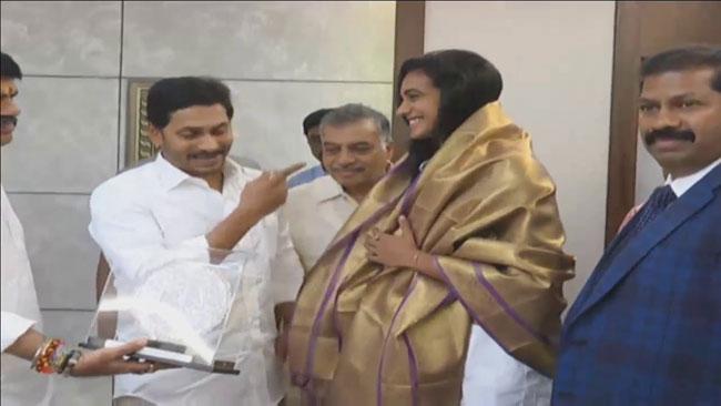 Jagan bumper offer to Pv Sindhu