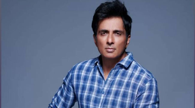 Sonu Sood home once again IT executives